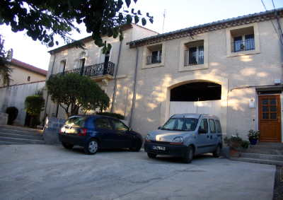 front_entrance_parking2_400