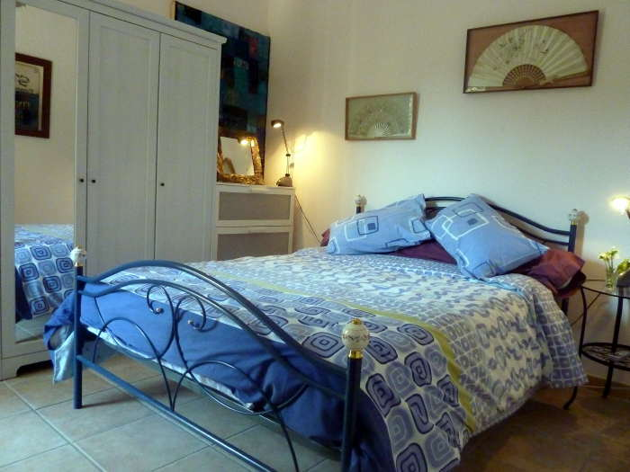 Poppydouble bedroom in Villa Roquette the south of france