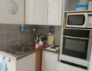 fitted kitchen in Quince apartment in Villa Roquette Sud de France