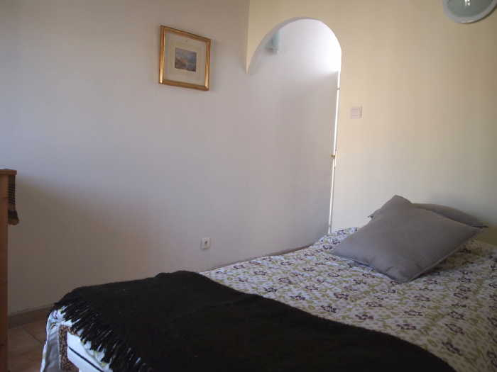 Quince apartment in Villa Roquette with double bed