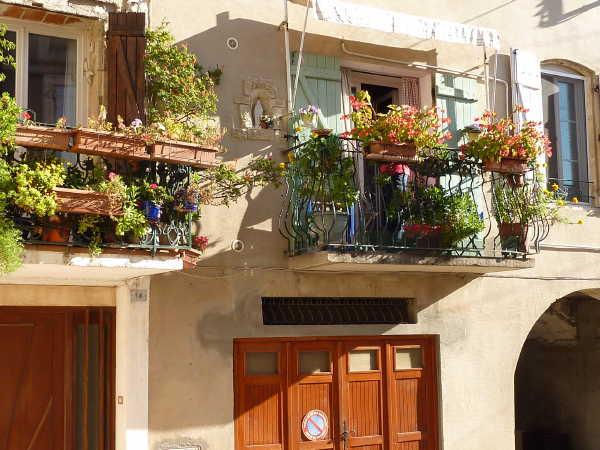 montblanc_houses_flowersbalcony