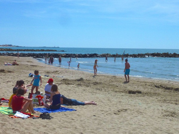 Sandy beaches in thesouth of france near Villa Roquette b&B and holiday apartments