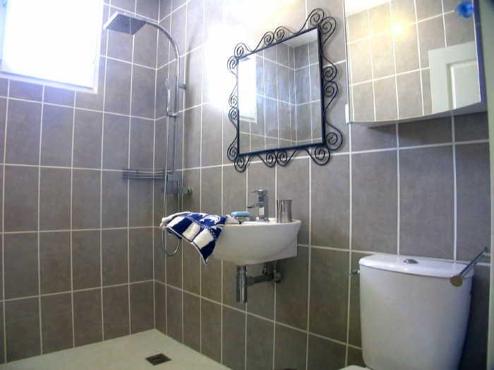 rosebathroom700
